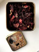 Отдается в дар Чай каркаде + жестяная баночка
