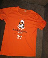 Отдается в дар Яркая оранжевая футболка