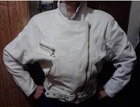 Отдается в дар Куртка кожаная, белая «косуха»
