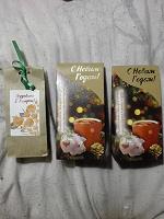 Отдается в дар Чай черный с гибискусом, имбирем, изюмом и чай-сюрприз на 8марта(сорт не известен)