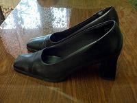 Отдается в дар Женские черные туфли,37-37,5