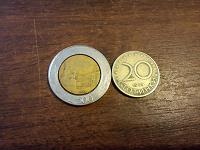 Отдается в дар Две монеты--иностранки.