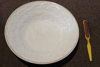 Отдается в дар 2 глубоких тарелки 50-60-х гг