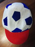 Отдается в дар Кепка для футбольных болельщиков
