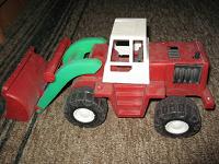 Отдается в дар Трактор-экскаватор