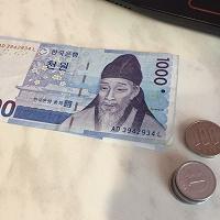 Отдается в дар 1000 корейских вон, 100 японских йен и 1 японская йена