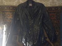Отдается в дар Классная куртка из блестящей кожи