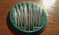 Отдается в дар набор швейных игл разного размера и диаметра.