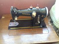 Отдается в дар Машинка швейная (практически раритет )