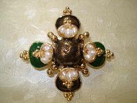 Отдается в дар Брошь в виде «Мальтийского креста».