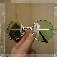 Отдается в дар Ленноновские очки.