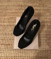 Отдается в дар Туфли женские 38 размера YSL