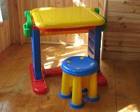Отдается в дар Стол пластмассовый для малыша.