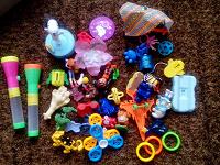 Отдается в дар Кучка киндерных игрушек