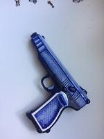 Отдается в дар сосуд сувенирный в форме пистолета «под Гжель»