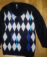 Отдается в дар Пуловер, джинсы, жилет бордовый. На рост 130см