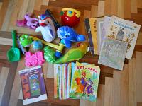 Отдается в дар Пакет игрушек и книжек для детей