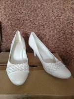 Отдается в дар Туфли свадебные или просто белые