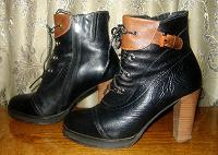 Отдается в дар Женские ботинки.