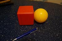 Отдается в дар Кубик и мячик