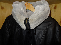 Отдается в дар Куртка жен. с капюшоном, иск. кожа, 44-46