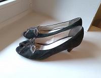 Отдается в дар туфли женские 37-38 размер