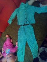 Отдается в дар Вязаный костюмчик для девочки