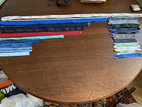 Отдается в дар Молнии разных размеров, бахрома, нитки и пр. Для рукоделия.