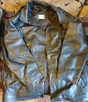 Отдается в дар Куртка черная кожа на рукоделие