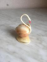 Отдается в дар Поделка из ракушек — лебедь