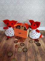 Отдается в дар Ящик, деньги, две лисы