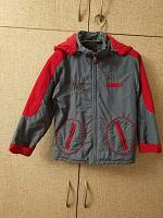 Отдается в дар Демисезонная детская куртка на 110 — 116см.
