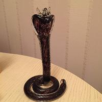 Отдается в дар Статуэтка Королевская кобра
