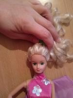 Отдается в дар Кукла красавица Барби без ножки.