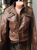 Отдается в дар Куртка коричневая. Кожа. 42 размер.