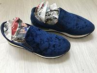 Отдается в дар Слипоны велюровые синие 35 размер