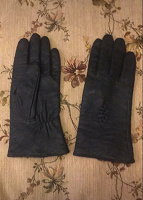 Отдается в дар Перчатки кожаные женские