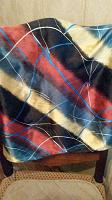 Отдается в дар шейный (?) платок