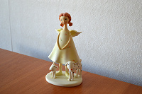 Отдается в дар Фигурка (статуэтка) девочка-ангел с собачками