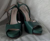 Отдается в дар Босоножки, туфли 39 размер, кожа