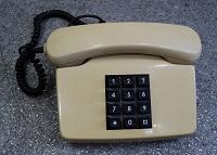 Отдается в дар Кнопочный стационарный телефонный аппарат времён СССР.