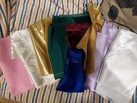Отдается в дар кусочки ткани и обрезки меха