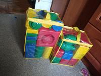 Отдается в дар Два пакета игрушек