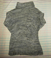 Отдается в дар Новый свитер с хомутом 48-50