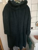 Отдается в дар Женское пальто и другая одежда