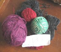 Отдается в дар Нитки для вязания цветные.