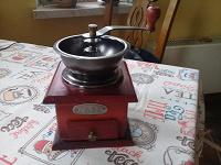 Отдается в дар Кофемолка ручная, деревянная.