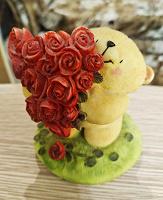 Отдается в дар Фигурка медвежонок с розами