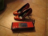 Отдается в дар Туфли лакированные кирпичного цвета + клатч в тон.