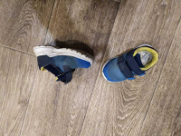 Отдается в дар кроссовки для малыша